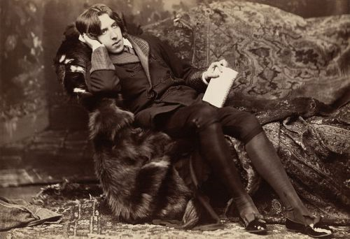 "Oscar Wilde with ""Poems"" (Napoleon Sarony, New York, 1882)"
